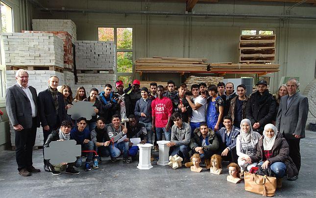 Flüchtlinge lernen an der Bildungsakademie Handwerksberufe kennen